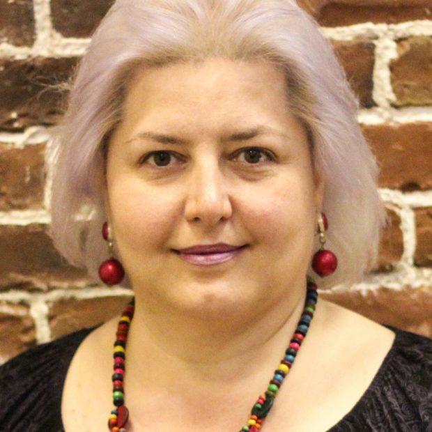 Iulia Enescu: Vreau să dau ceva înapoi comunității